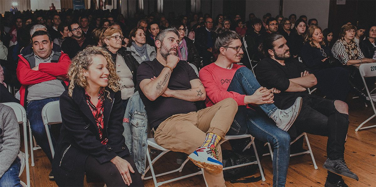 Case 200 persoas déronse cita na Casa de Pedra para ver a preestrea do programa Eu Son Camariñas