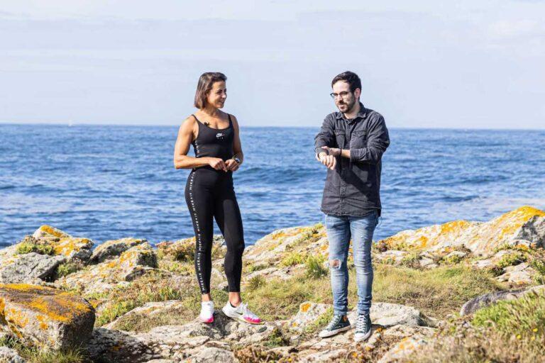 Paula Esteiro e Víctor Fernández nun momento da grabación do ESC